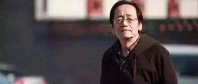 中医二羊:夜里我听着倪海厦弹唱的《我的梦》,双眼湿润不能平静